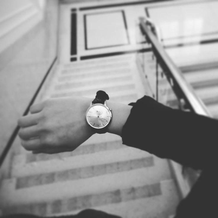 #Monday #morning running late ? .................................................................. #minuteazimut #dapper #timeless #style #pictureoftheday #dailywear #dailywatch #timepiece #blackandwhite #instawatch #instapic #instmood #gentlemanstyle #gallant #mensfashion #women #sexy