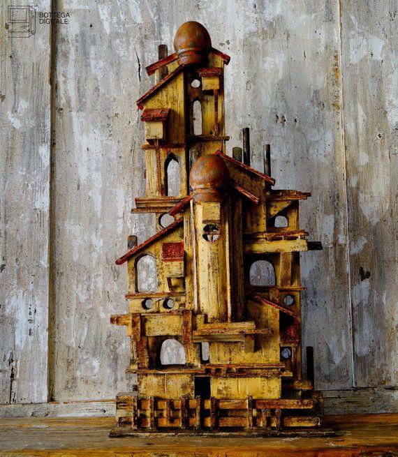 Casa ocra  assemblata con legno di recupero di VBBottegaArtigiana