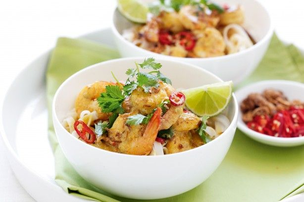 Add some zing to dinner with this spicy prawn curry.