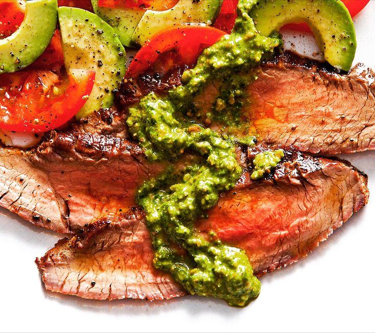 Orta pişmiş ince Antrikot dilimleri , üzerine pesto sos , yaninda avokado ve domates. Bu lezzet tabağını pazar öğlen menüsü yapmaya ne dersiniz?  Soslarda farklı markalar ve çeşit için www.nefisgurme.com'u ziyaret ederek sipariş verebilirsiniz. Afiyet olsun. #nefis #nefisgurme #nefistarifler #nefistarifler #leziz #lezzet #lezizsunumlar #gurme #gurmelezzetler #ayvaz #ayvazsef #ayvazakbacak #bimutfakikisef #ozlemmekik #ozlemmekiklezzetleri #ozlemmekikilegunumuzlezzetleri #istanbuldayasam
