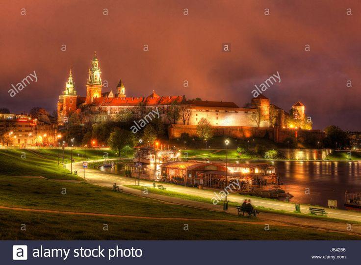 Dieses Stockfoto: Wawel Castle at dusk, Krakow, Lesser Poland, Poland, Europe - J54256 aus der Alamy-Bibliothek mit Millionen von Stockfotos, Illustrationen und Vektorgrafiken in hoher Auflösung herunterladen.