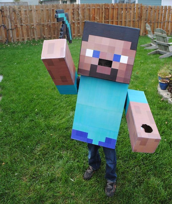 Cómo hacer disfraces caseros de Minecraft para Carnaval. Solo necesitas cartón y poco más para hacer estos disfraces caseros del videojuego del momento.