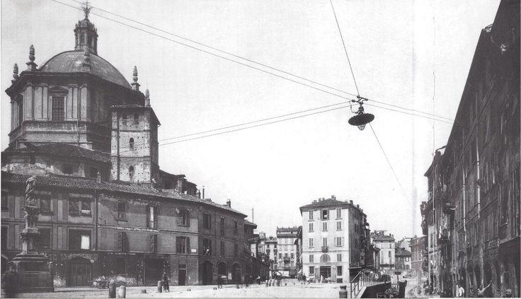 Vista di piazza Vetra presso San Lorenzo Maggiore prima del 1936. Milano, porta Ticinese.