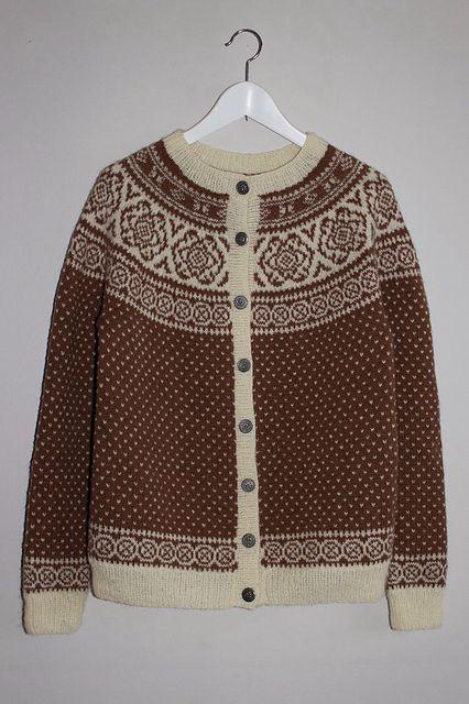 Pattern knit | Folk desing | Traditional | Brown and Cream | Ravelry: knitnetty's Winter rose Cardigan/Kofte med Vinterroser