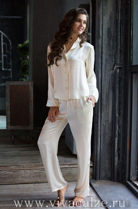 15116 пижама Состав: 100% натуральный шелк  Коллекция KRISTY.  Классическая пижама Mia-Mia. Состоит из жакета и длинных брюк из натурального шелка.