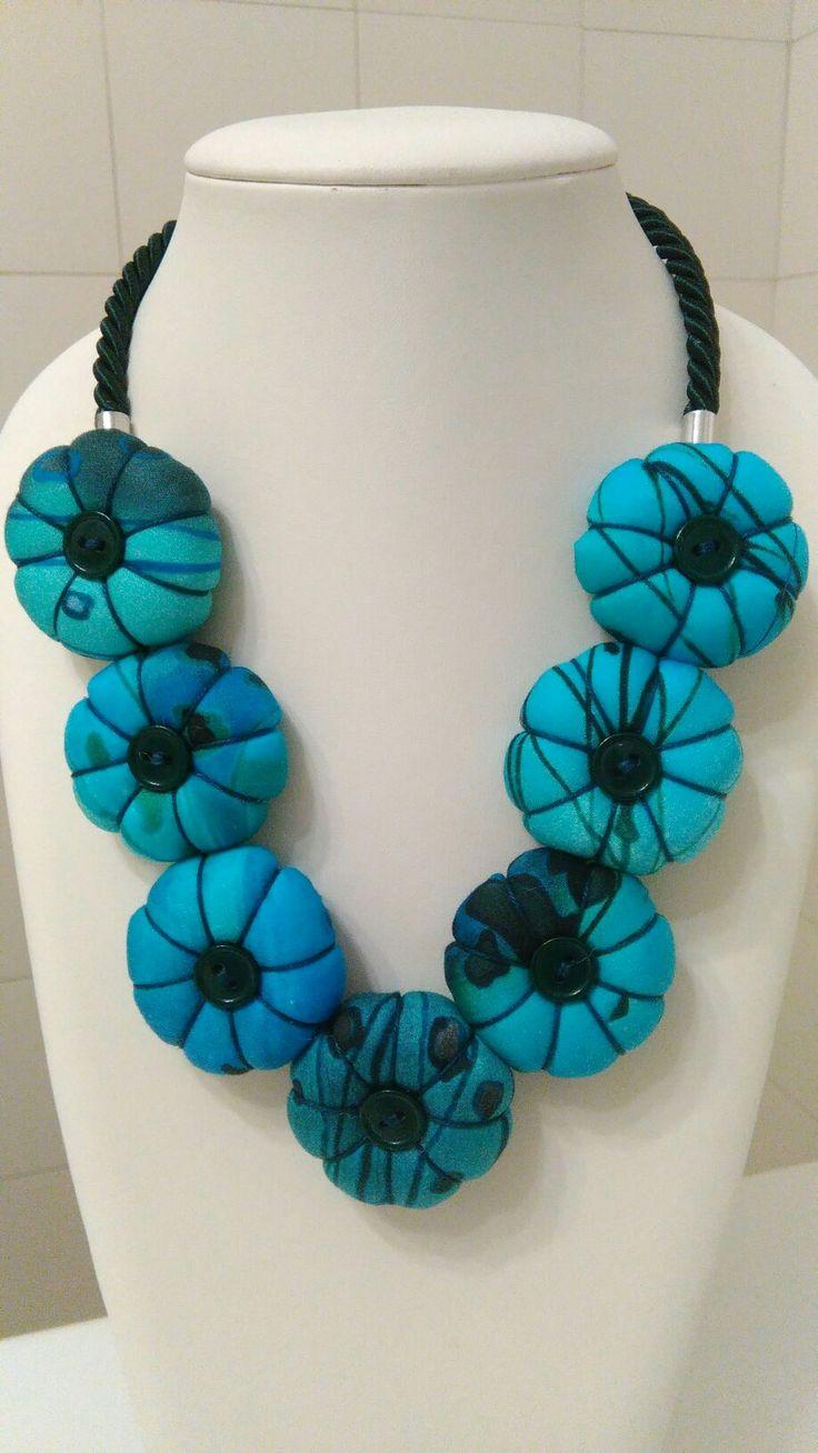 Questo è il mio ultimo lavoro! Trovo che questa collana abbia dei colori bellissimi...