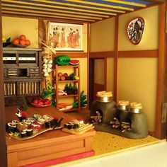 Kitchen. All handmade,  even sushi, any vegetable and fruit over there plus the decorated dishes hanging n the wall #japaneseculture #dollshouse #dollhouse #japan #art #craft #handmade #hobby #deagostini #sushi #geisha #modelism #kitchen #okija