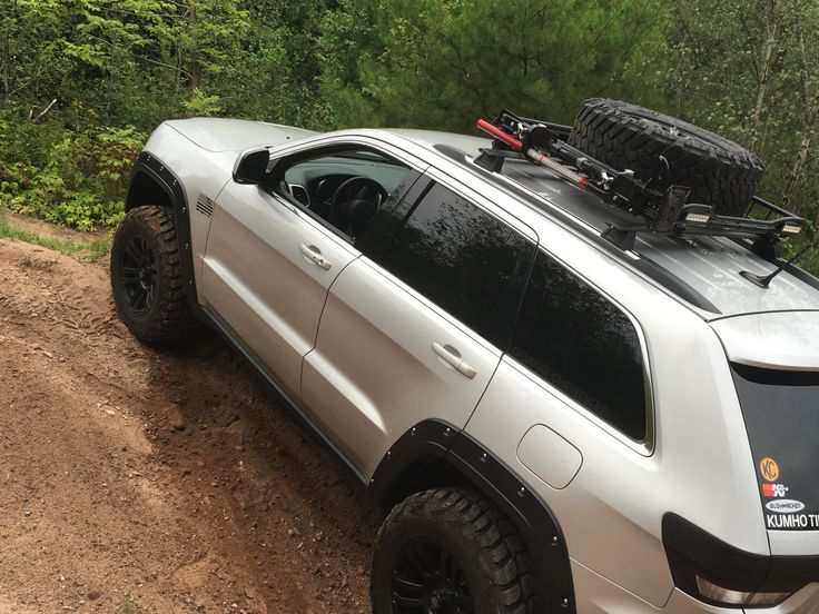 Jeep Grand Cherokee Wk2 kumho tires bushwackers Hilift jack roof rack off road silver wk2 blacked out