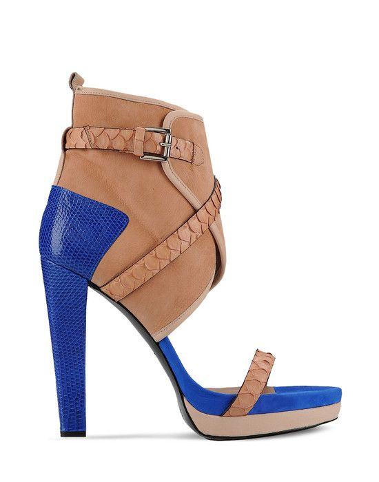I'm in love with the blue on the heel! (Barbara Biu sandals)