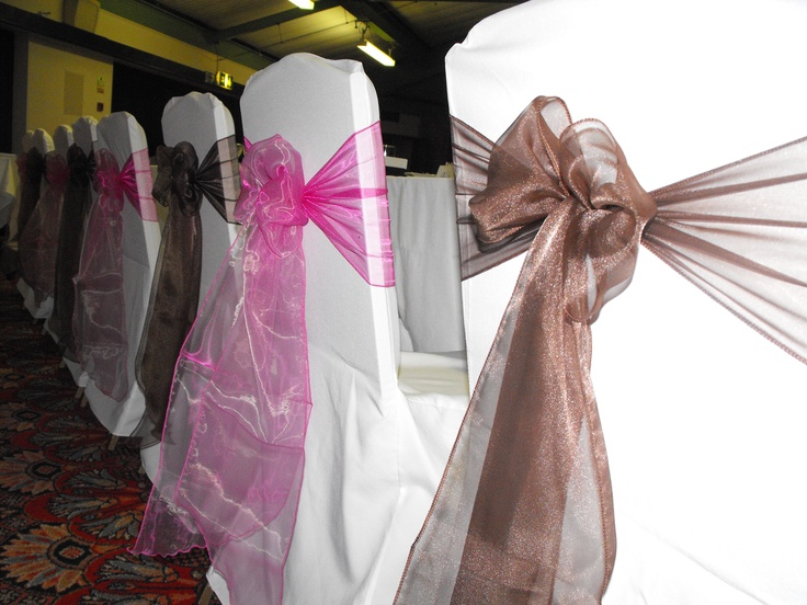 Alternating Chocolate and Raspberry Organza Bows on White Chair Covers