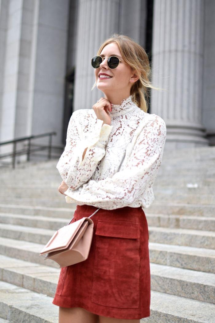 NYFW Outfit Set Spitzenbluse und roter Velourlederrock von Zara