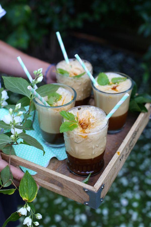 Cappuccino na lodzie z sokiem pomarańczowym i listkami świeżej melisy. Na letnie orzeźwienie! | Make Cooking Easier