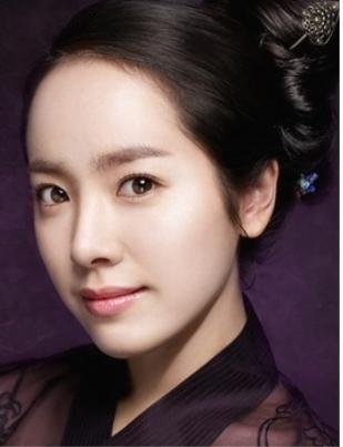 Actress Han Ji-min (한지민)