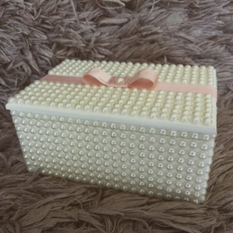 Sofisticação nesta linda caixa porta laços.