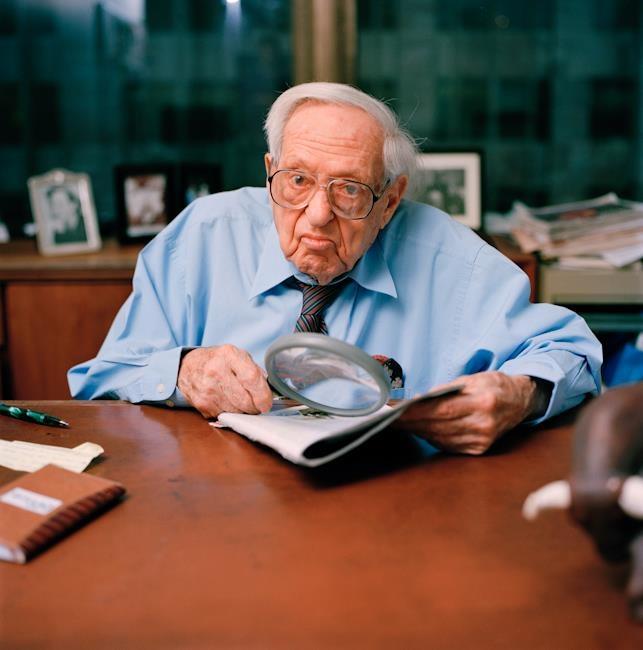 Irving Kahn, el value investor más viejo de todos (tiene 106 años de edad) y fue uno de los primeros alumnos de Benjamin Graham. http://inbestia.com/blogs/post/irving-kahn-el-value-investor-de-106-anos-de-edad