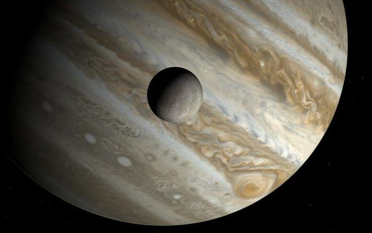 vida em europa   O oceano da mais famosa Lua de Júpiter, Europa, pode abrigar vida, de acordo com novas descobertas. Lá pode ter uma quantidade enorme de oxigênio que conseguiria sustentar toneladas de peixes.Europa tem, aproximadamente, o tamanho da Terra, e possui um oceano com profundidade de 160 quilômetros, encoberto por uma crosta de gelo.