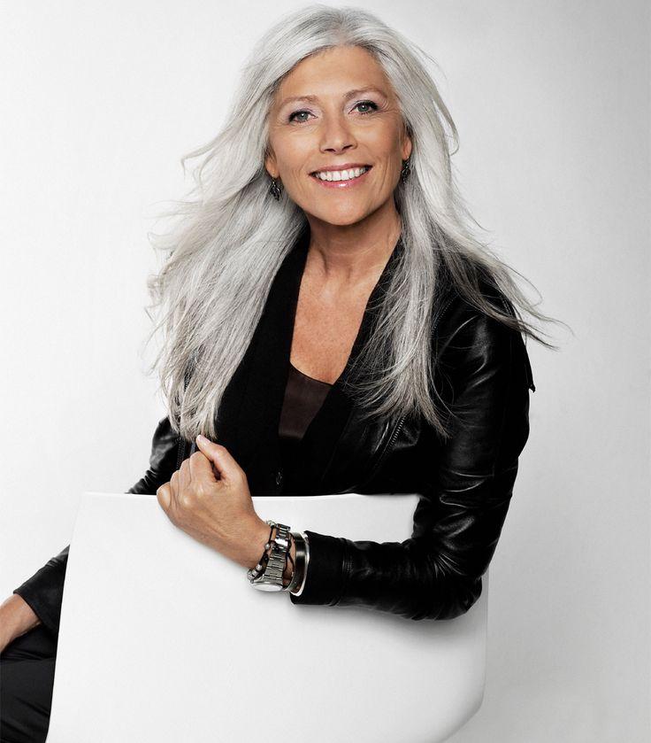Gun-Britt er glad for sit grå hår
