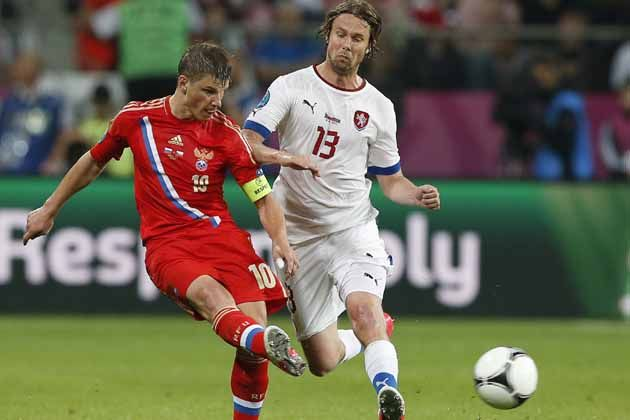 Russia's Andrei Arshavin kicks the ball past Czech Republic's Jaroslav Plasil. (AP Photo)