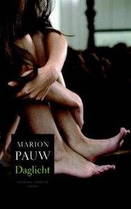 Daglicht, Marion Pauw  Een spannende en psychologisch vernuftige thriller met veel oog voor detail. Marion Pauw laat zien dat zij zich als thrillerschrijfster zowel stilistisch als plottechnisch kan meten met de besten.