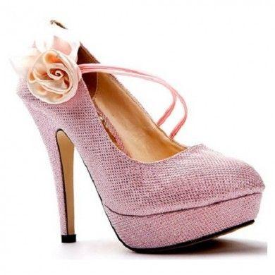 SCARPIN ROSA COM FLOR - Scarpin em couro ecológico brilhante com flor na lateral. Salto de 12,5cm e meia pata de 3cm. Este modelo possui o solado vermelho. Sapato importado. Pronta Entrega Tamanho 36. Valor R$ 239,00