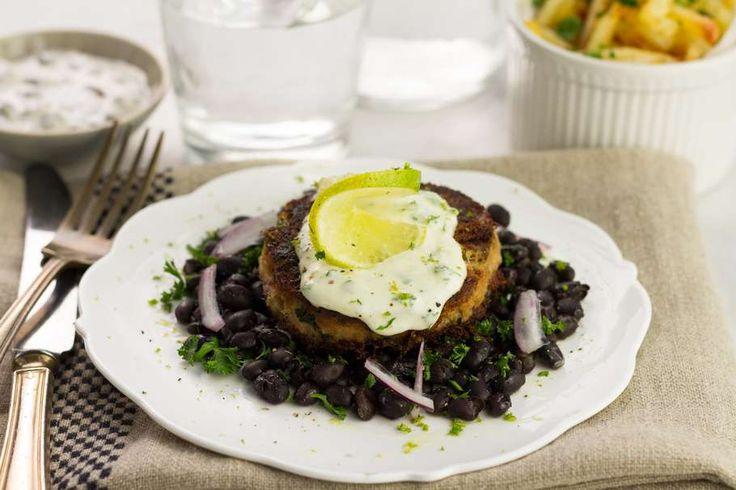 Verse tonijnburgers met zwarte bonen salade en limoenmayo - Koken met Aanbiedingen
