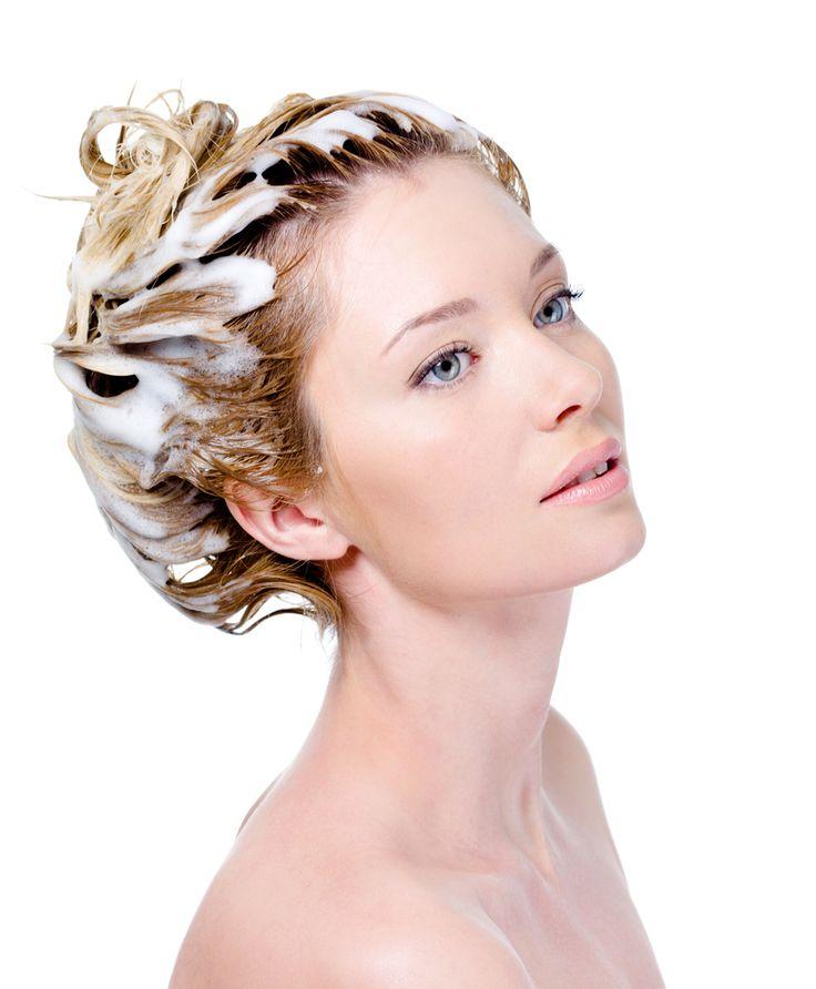 14 masques de soins pour cheveux fait maison !Recette 7 : Efficace pour une brillance naturelle Eau tiède 1 càs de vinaigre blanc 1 càs de jus de citron mélangé. Appliquez sur les cheveux pendant quelques minutes et rincer.