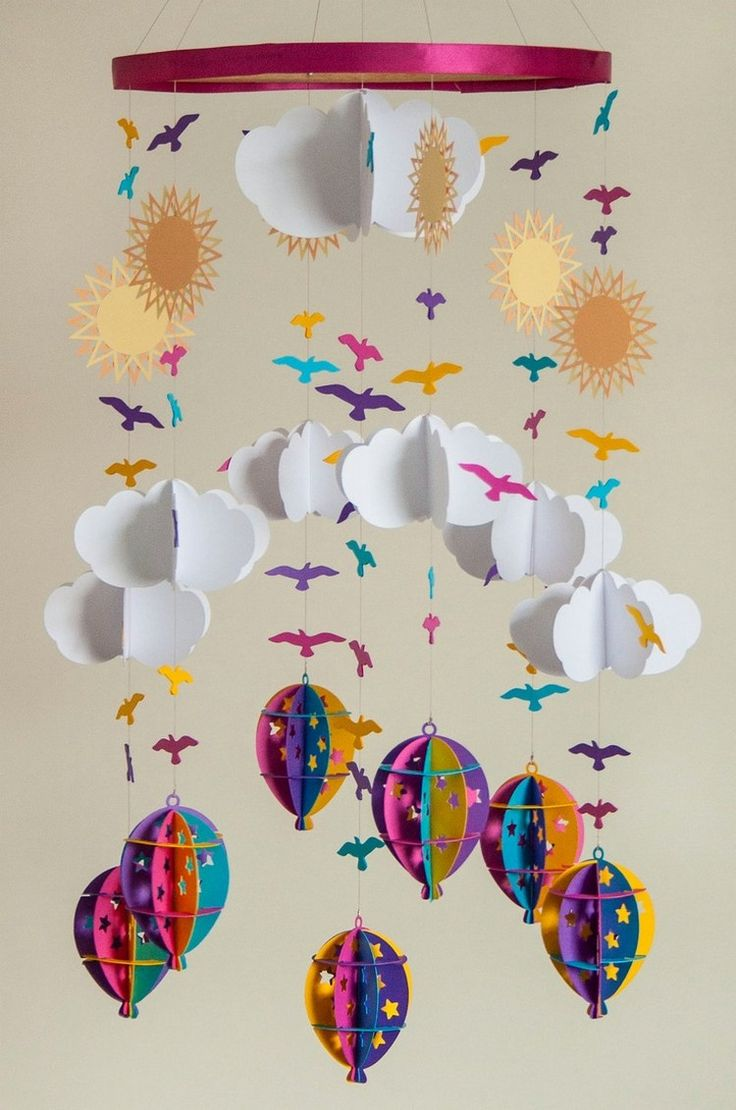 baby mobile selber basteln papier wolken heissluftballons sonnen voegel bastelideen. Black Bedroom Furniture Sets. Home Design Ideas