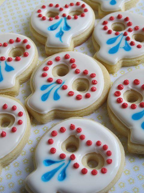 day of the dead decorated cookies, dia de los muertos theme party, skull cookies, november 1st  Eso si se puede comer!! Que bueno.