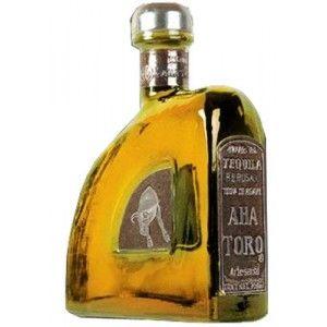 B&R Bevande enoteca Torino - Shop online. La tequila Aha Toro reposado ha alle spalla una tradizione di 100 anni. E' famosa per essere tenuta a riposo per un periodo di 9 anni in botti dove precedentemente era conservato il Jack Daniels. Questa tequila ha una colorazione gialla ambrata ed i suoi principali ingredienti sono la frutta matura e delle intense punte di dolce miele.Il prodotto si presenta in bottiglie da 70 cl. con una gradazione alcolica 40%.