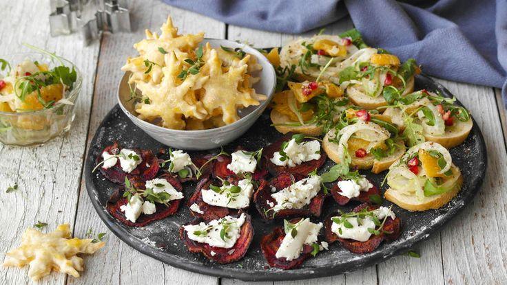 Juletapas: Rødbetechips med chèvre, crostini med salat og butterdeigsstjerner