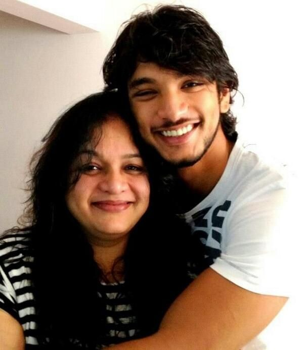 Gautham Karthik With his Mother