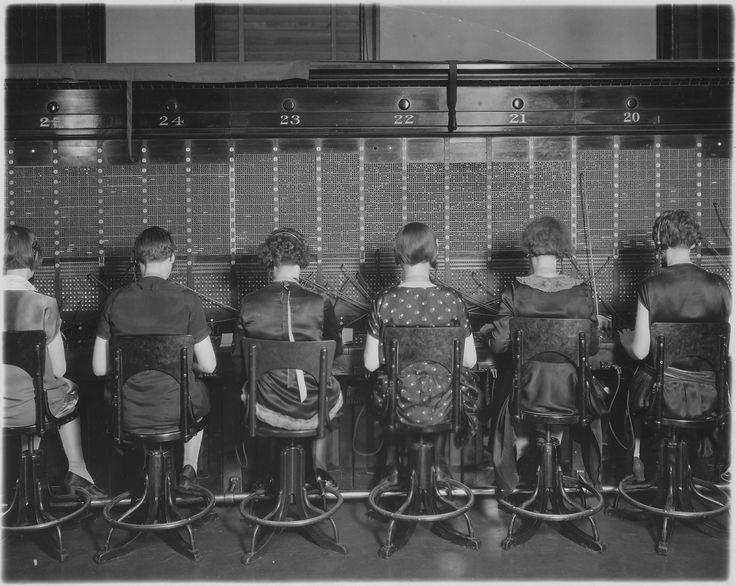 1927: Telephone Operators