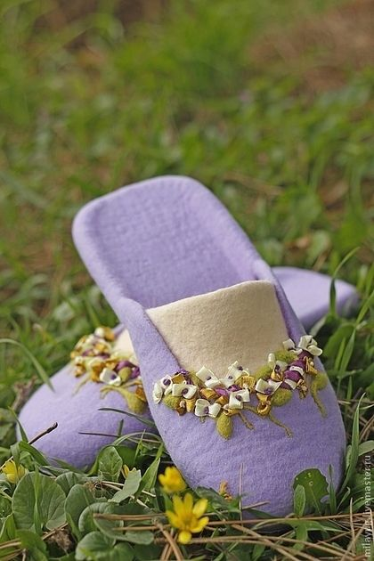 """Обувь ручной работы. """"Дождливое утро Прованса"""" валяные тапочки. МилаЮг              авторская обувь (MilaYug). Ярмарка Мастеров. Войлочная обувь"""