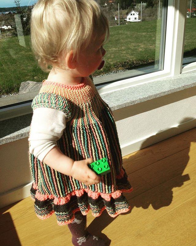 ❤ Siri 💜 #instastrikk #instaknit  #strikktilbarn #oneofakind #norwegiandesign #norskdesign #håndlaget #handmade #knit #knitdesign #knitforkids #knitting #strikkedesign #svingekjole #alpakkaull #knitinwool #wool #designstrikk #DIY #medkjærlighetpåpinne #knittinglove #knitaddict #igknit #igstrikk #strikkedilla #knittersofinstagram #premiumknit#medkjærlighetpåpinne #knittinglove #knitaddict #igknit #igstrikk #strikkedilla #chlarsen #premiumknit #swingdress