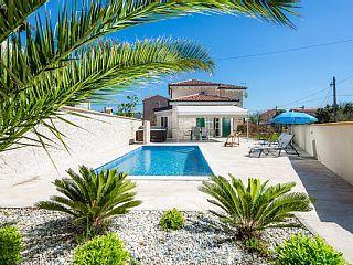 Luxuriöse+Villa+Marta+in+der+Nähe+des+Meeres,+mit+Schwimmbad+und+Grill+++Ferienhaus in Zadar von @homeaway! #vacation #rental #travel #homeaway