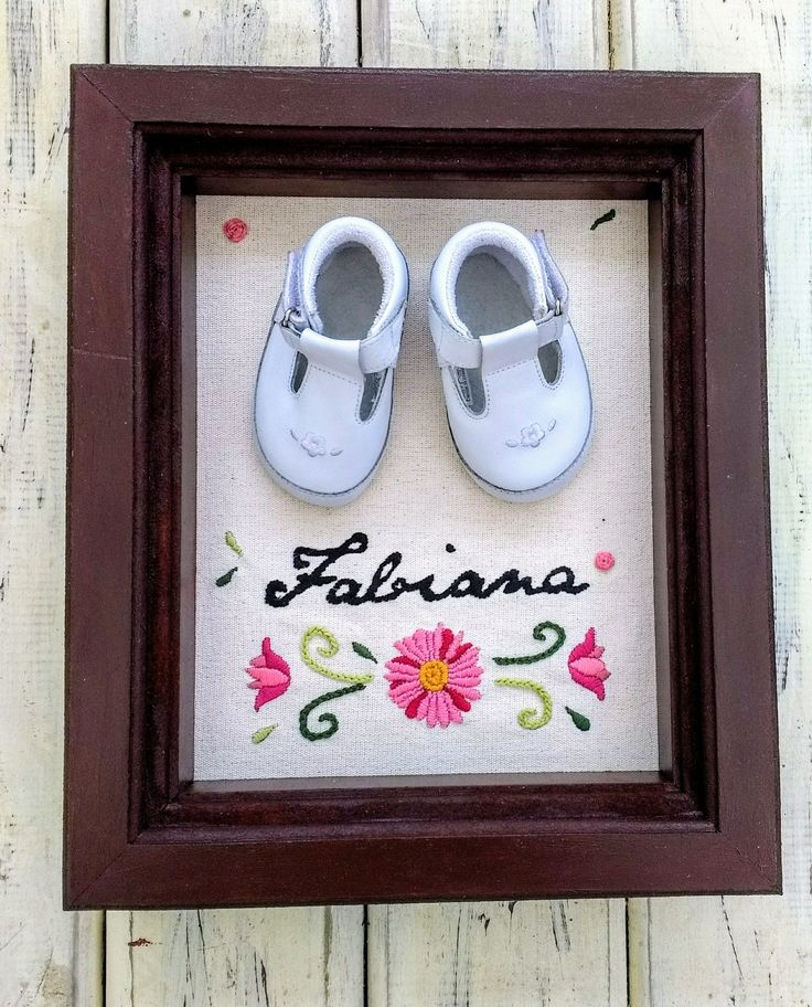 Cuadros 3D personalizados, zapatitos de bebé, con bordado, hermoso recuerdo!!! @chicocadeco #zapatitos #bebes #cuadros3d #bordados #recuerdos