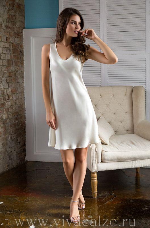 15111 Сорочка Состав: 100% натуральный шелк  Коллекция KRISTY.  Классическая сорочка Mia-Mia полуприлегающего силуэта из натурального шелка.