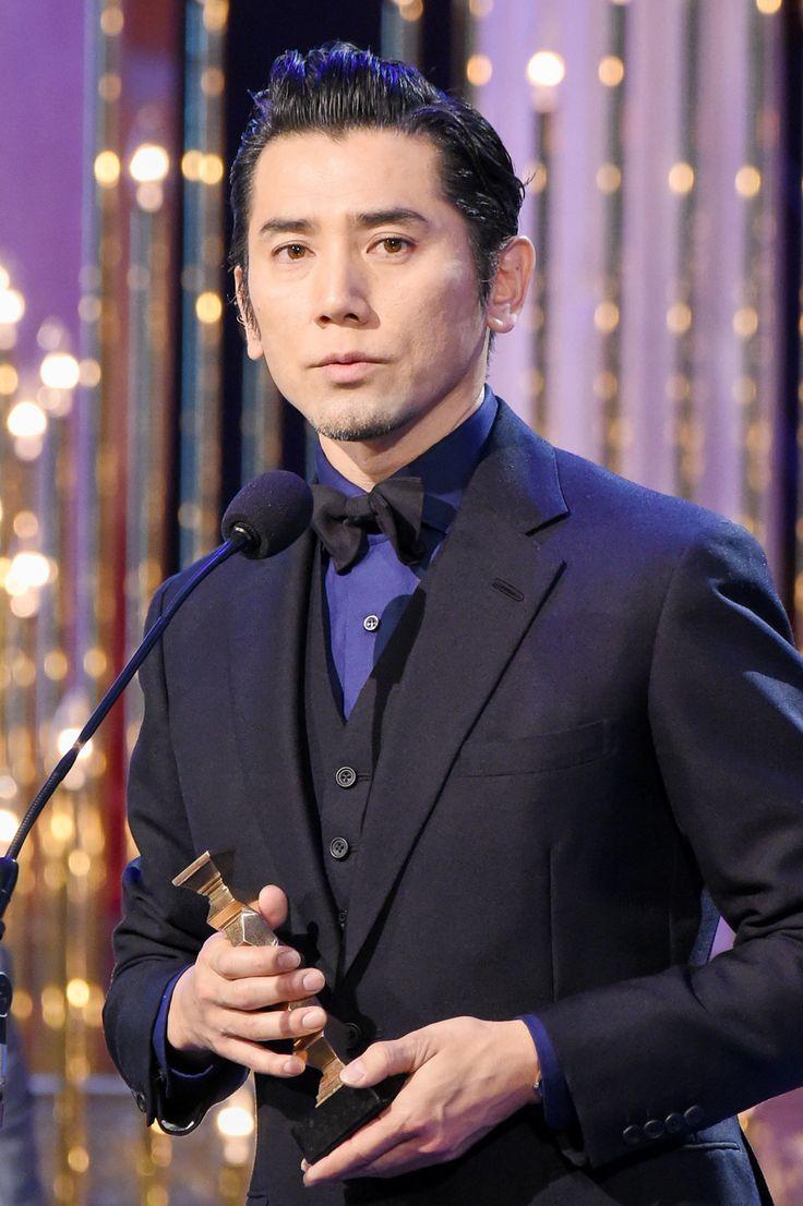 「第39回日本アカデミー賞」で最優秀助演男優賞を受賞した本木雅弘さん