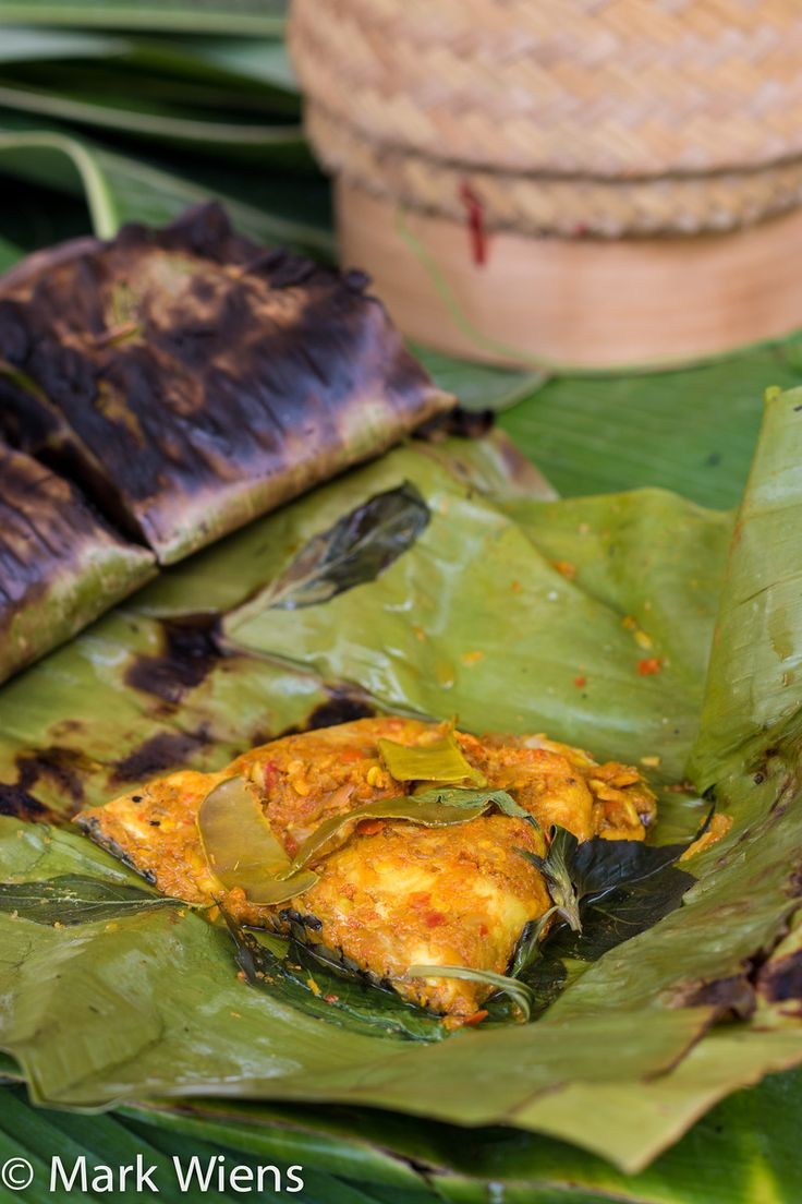Fish grilled in a banana leaf, try this awesome Thai recipe today!