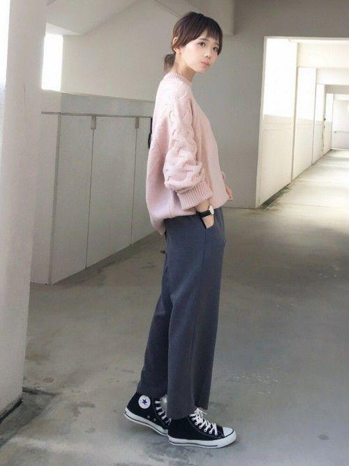 ピンクは10代までの色と思っていませんか?いえいえ、大人になったからこそ、ピンクの利かせ技が発揮できるというもの。ピンクをアクセントに、秋冬スタイルに華を添えてみませんか?