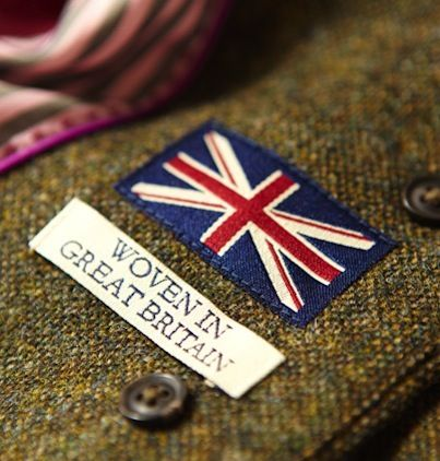 Our super-smart Belgrave Blazer, made in collaboration with the thoroughly British Fox Brothers, is cut to an all-new slim fit for our sleekest silhouette to date. The 100% wool construction and signature pink and navy striped lining ensure that this remains a wardrobe staple for years to come. Made in collaboration with Fox Brothers.