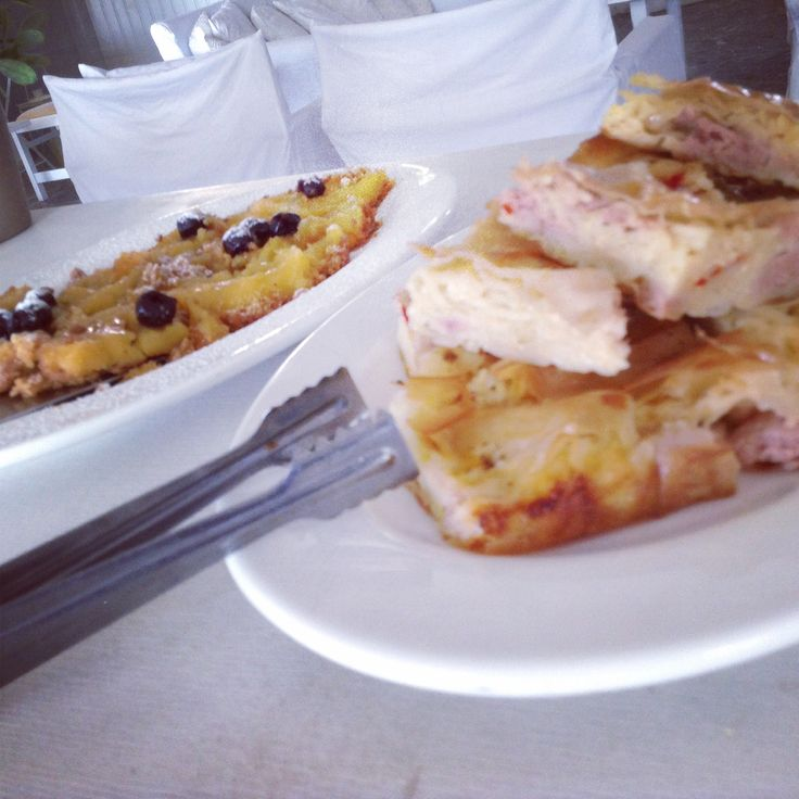 Spaghetti and bacon pie . Tart with fruits