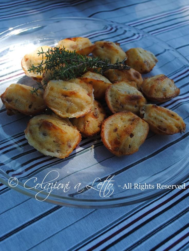 Mini Madeleine con pomodori secchi, caprino e timo