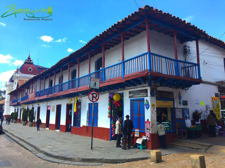 Luminosos días, tiempo perfecto para callejear por el centro de la ciudad. #Zipaquiráturistica #Colombia #larespuestaesCOlombia #Zipaquira