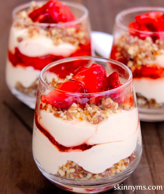 Love this perfectly portioned Skinny Mini Strawberry Cheesecake! Only 138 Calories! #skinnyms #skinnydesserts #lowcal #dessert #recipes