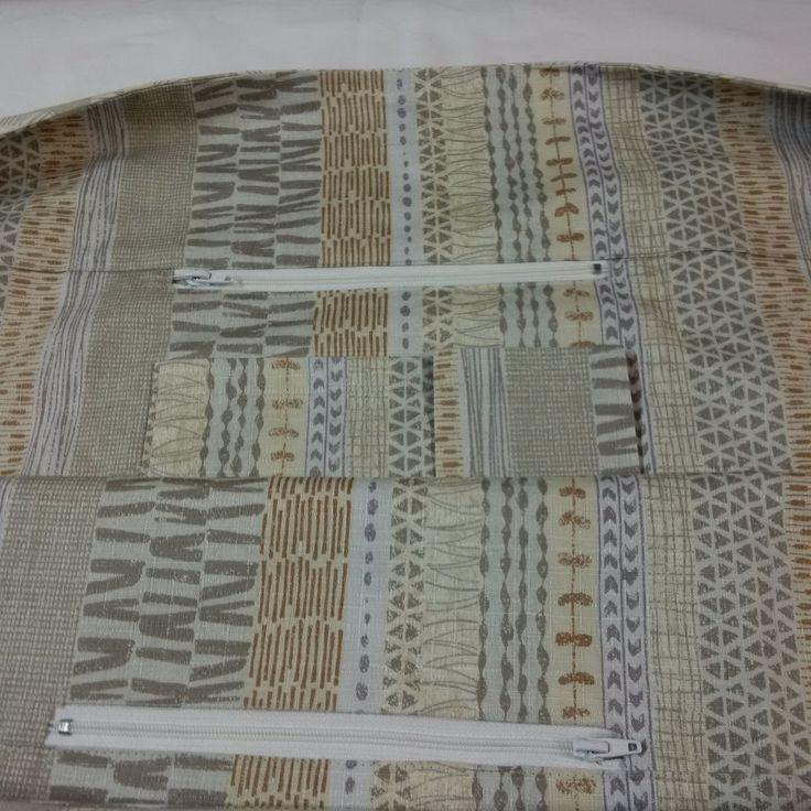 Distinctive Sewing Supplies - Village Bag, $15.00 (a peek inside) (http://www.distinctivesewing.com/village-bag/)
