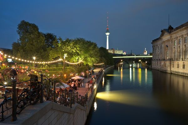 Berlin is a capital city of Germany and a major hub for property investments and tourism. It offers range of hotels that are situated in various city centers and extend all kinds of luxuries.