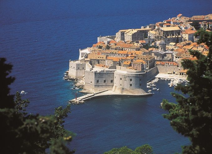 King's Landing is in Dubrovnik, Croatia. This legendary city was chosen to pose as one of Westeros' main landmarks, with its old town is surrounded by thick stone walls, located on a peninsula surrounded by a dramatic stone cliff.