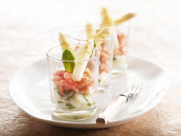 Amuse van witte aspergesalade met Hollandse garnalen en munt