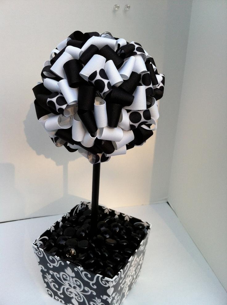 Ribbon topiary black and white